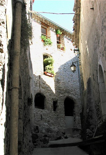 Narrow streets in St Guilhem le Desert
